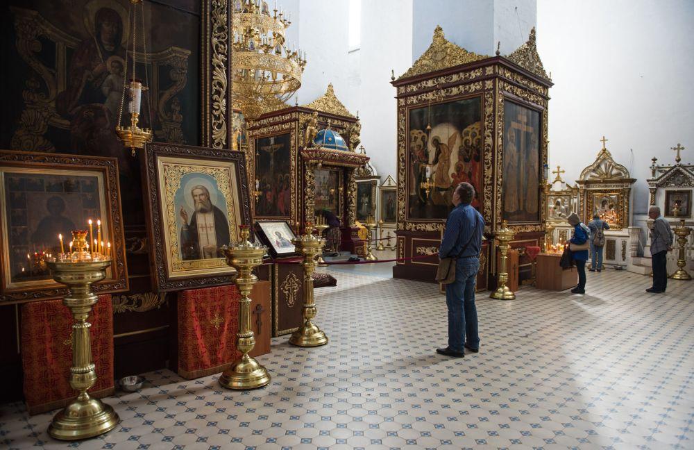 Według podania miejsce pod budowę soboru Trójcy Świętej zostało wskazane osobiście przez księżnę kijowską Olgę.