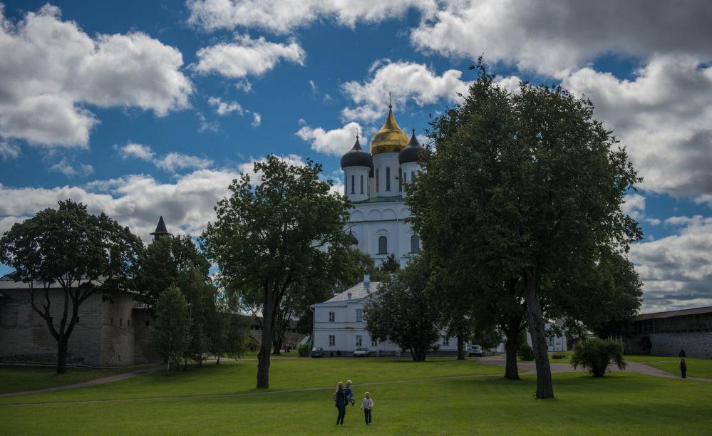 Katedrą Pskowa jest Sobór Trójcy Świętej, znajdujący się na Kremlu.