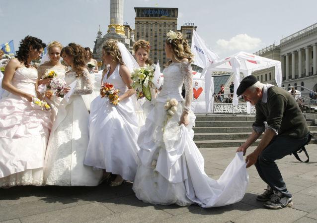 Parada panien młodych w Kijowie