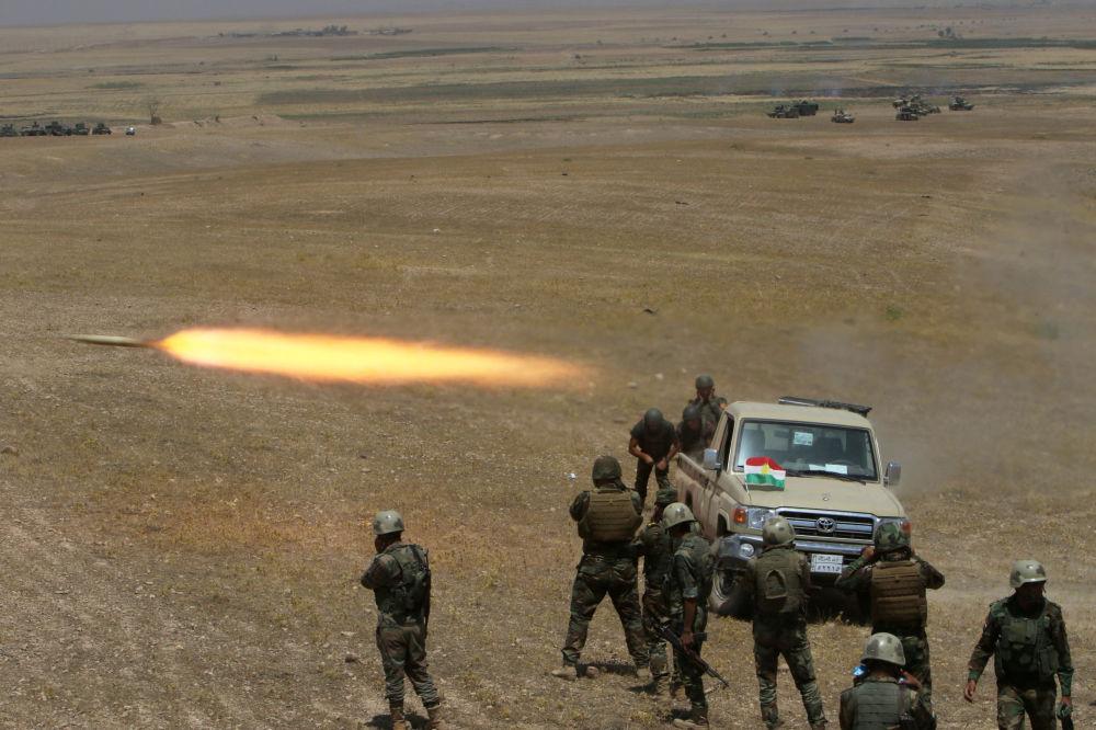 Kurdyjscy wojskowi ostrzelali bojowników Państwa Islamskiego na południowym-wschodzie Mosulu
