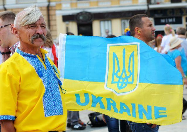 Uczestnik VI. edycji Parady Wyszywanek 2014 podczas obchodów Dnia Niepodległości w Kijowie