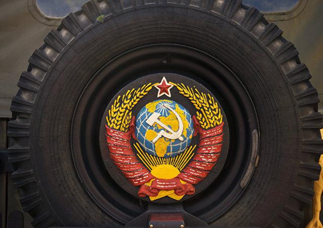 Wystawa samochodów retro w Petersburgu.