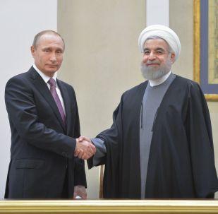 Prezydent Rosji Władimir Putin i prezydent Islamskiej Republiki Iranu Hasan Rouhani na konferencji prasowej w Teheranie