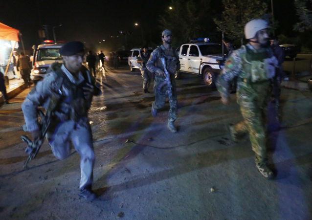 Afgańscy wojskowi na miejscu eksplozji przy Amerykańskim Uniwersytecie w Kabulu