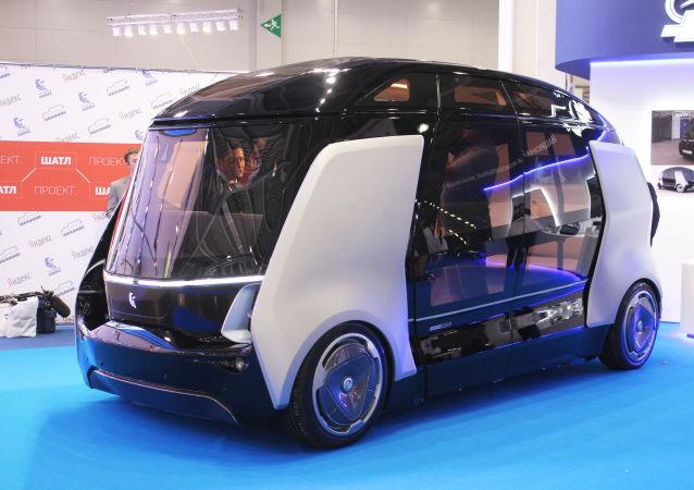 """Wspólne opracowanie KamaAZ i NAMI - bezzałogowy autobus """"Shuttle"""""""