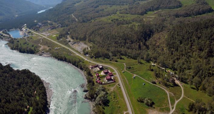 Widok z helikoptera na kompleks kurortowy w miejscowości Biełokuricha. Kraj Ałtajski.