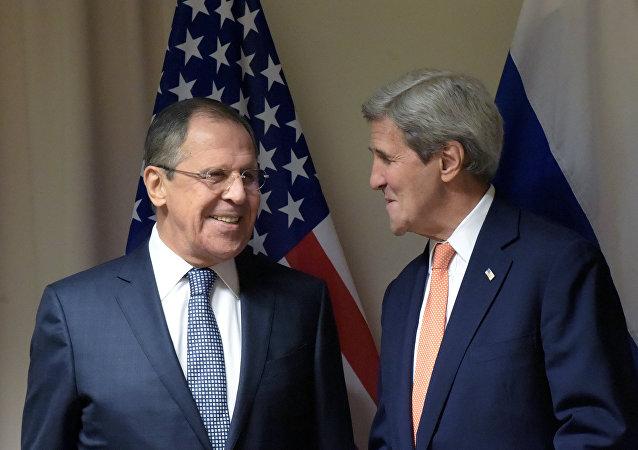 Sekretarz stanu USA John Kerry i szef rosyjskiej dyplomacji Siergiej Ławrow