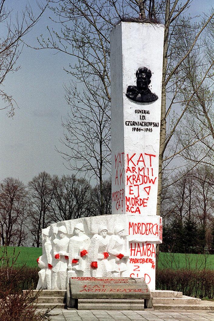 Pomnik generała Iwana Czerniachowskiego w Pieniężnie
