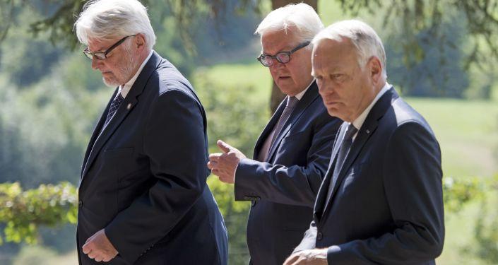 Ministrowie spraw zagranicznych Polski, Niemiec i Francji Witold Waszczykowski, Frank-Walter Steinmeier i Jean-Marc Ayrault