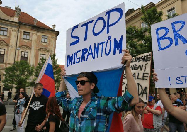 Uczestnicy protestu przeciwko migrantom, Brno, Czechy