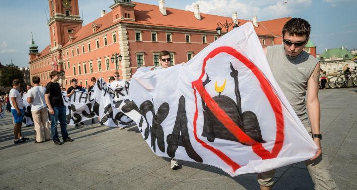 Demonstracja w Warszawie przeciwko polityce migracyjnej UE
