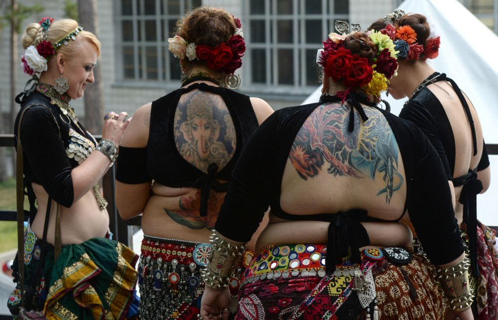 """Odwiedzający i uczestnicy """"Syberyjskiej konwencji tatuażu"""" w hotelu-kurorcie """"Sosnowka"""" w obwodzie nowosyberyjskim"""