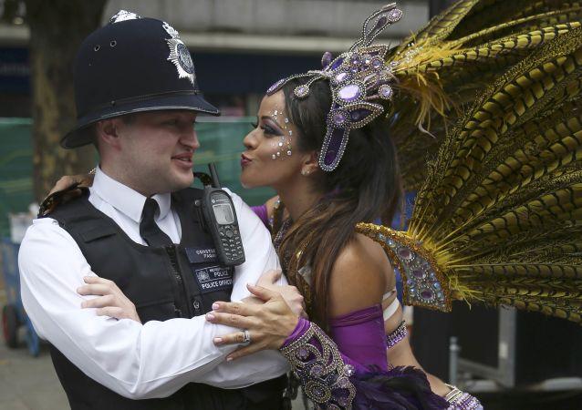 Uczestnicy Karnawału Notting-Hill w Londynie
