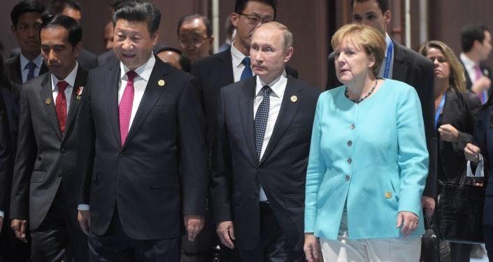 Przewodniczący ChRL Xi Jinping, prezydent Rosji Władimir Putin i kanclerz Niemiec Angela Merkel na szczycie G20 w chińskim Hangzhou