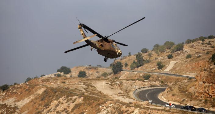 Izraelski helikopter wojskowy w rejonie Wzgórz Golan