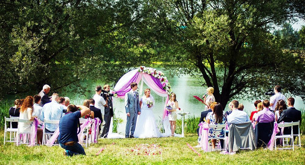 Te 2,5 roku przyniosło mi wiele nowych, ciekawych znajomości i doświadczeń, jak na przykład  ślub w przepięknej scenerii...