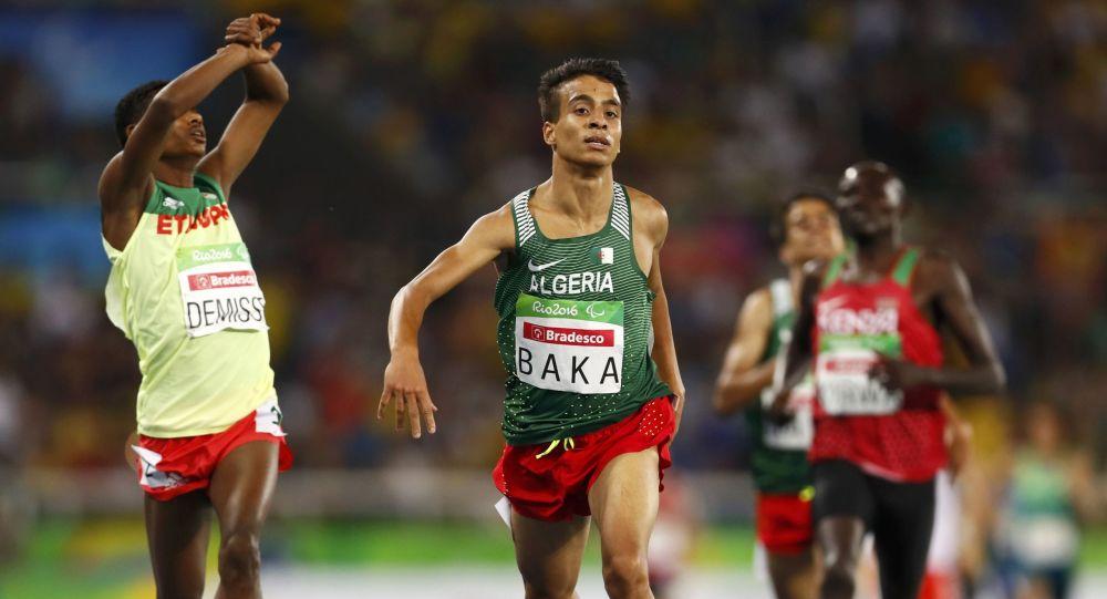 Etiopski biegacz Tamiru Demisse i algierski biegacz Abdellatif Baka na Paraolimpiadzie 2016 w Rio