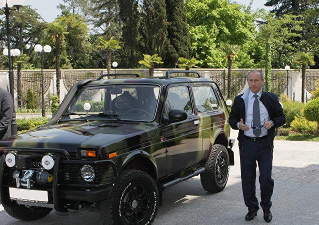 Władimir Putin pokazał w Soczi swój samochód Niva. 2009 rok.