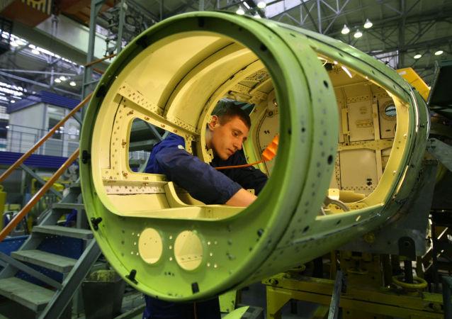 """Montaż szkoleniowo-bojowych samolotów Jak-130 w Irkuckich Zakładach Lotniczych korporacji """"Irkut"""""""