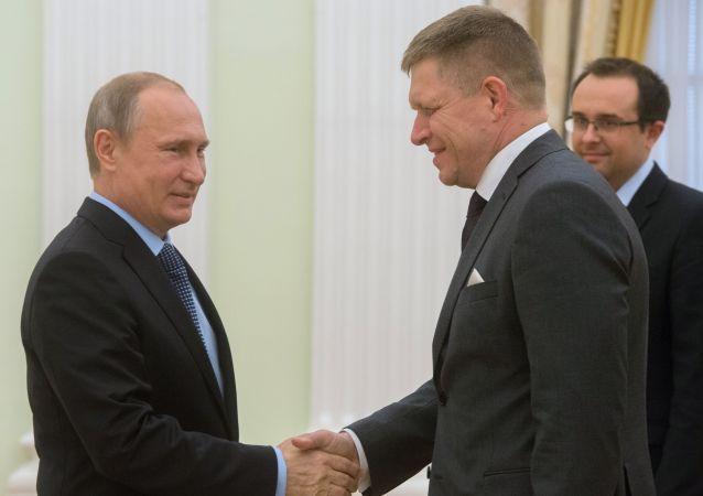Premier Słowacji Robert Fico i prezydent Rosji Władimir Putin