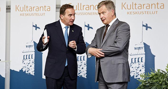 Prezydent Finlandii Sauli Niinisto z premierem Szwecji Stefanem Lofvenem (z lewej strony)