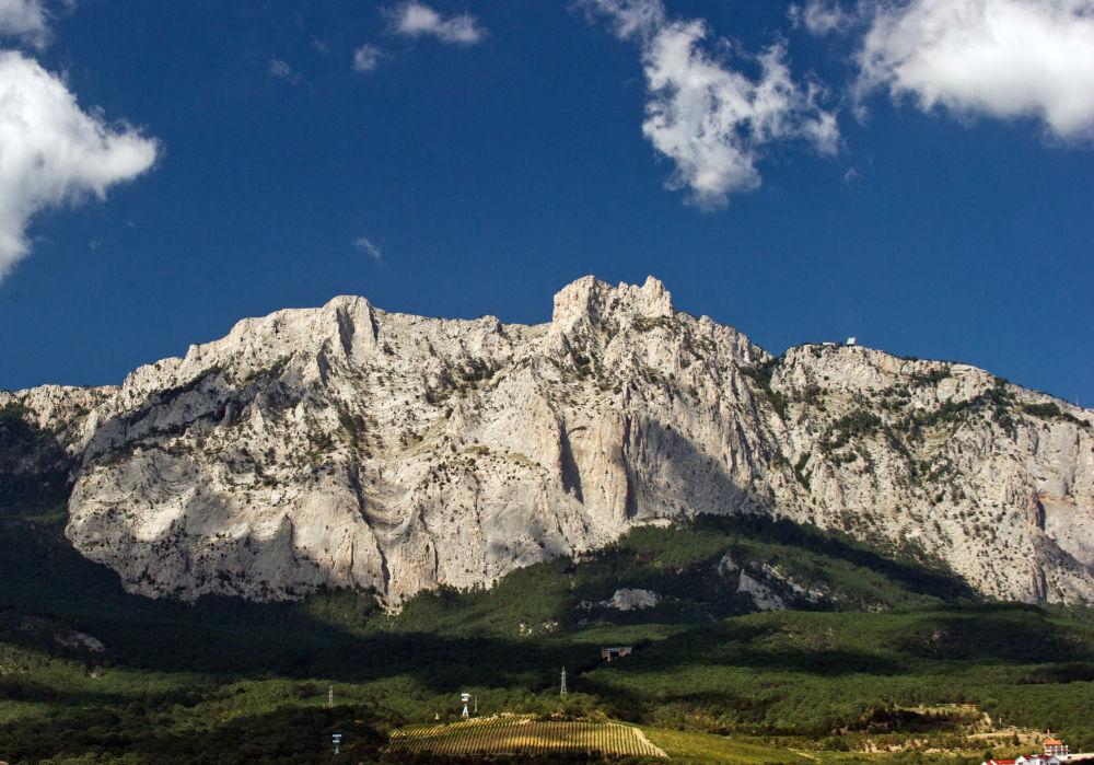 Widok na szczyt Aj-Petri na Krymie