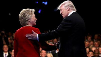 Kandydaci na prezydenta USA Hillary Clinton i Donald Trump podczas debaty w Nowym Jorku