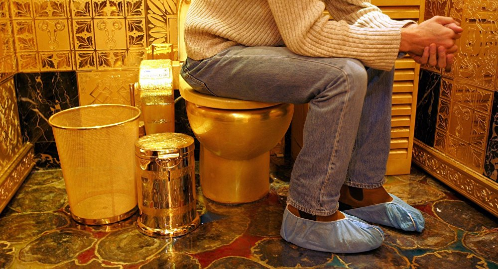 Gold Toilette