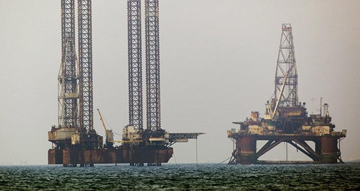 Platformy wiertnicze na Morzu Kaspijskim