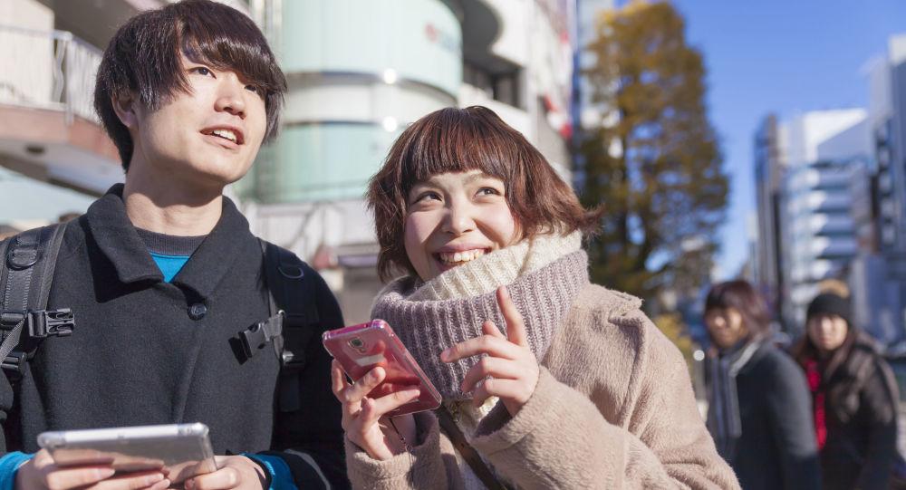 Młodzi Japończycy na ulicy