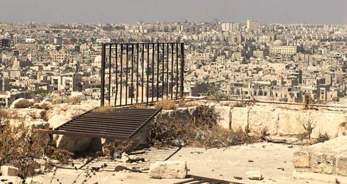 Widok z Cytadeli w Aleppo na zajęte przez bojowników wschodnie dzielnice miasta