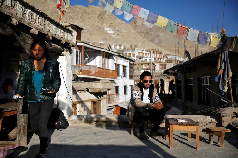 Pracownik biura podróży w mieście Leh, Himalaje