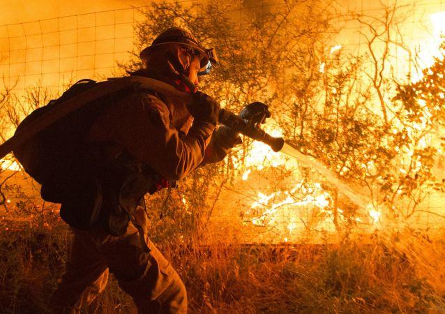 Gaszenie pożaru w Kaliforni, USA