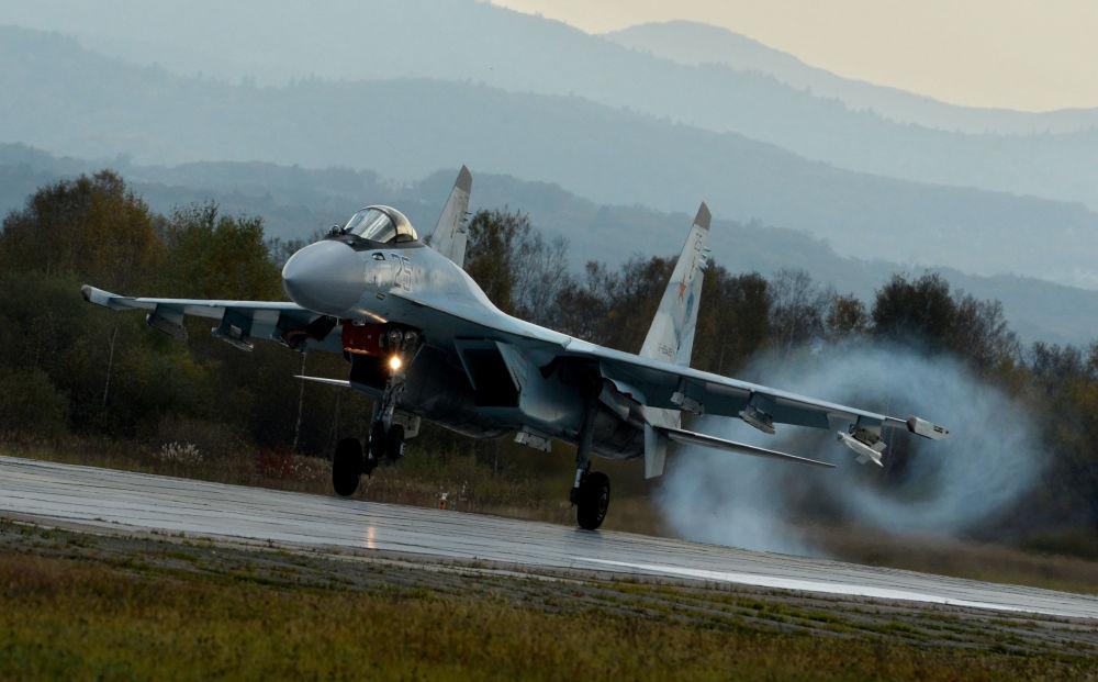 Podczas szkolenia lotnicy ćwiczyli umiejętności powietrznej nawigacji, trudnego pilotażu, a także bojowe zastosowanie uzbrojenia rakietowo-armatniego