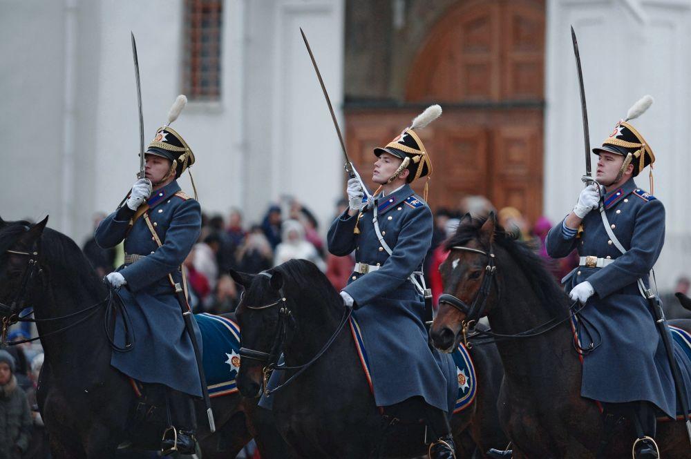 W sumie w ciągu roku odbywa się około 20 ceremonii.