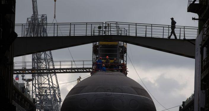 """Wodowanie spalinowo-elektrycznego okrętu podwodnego """"Stary Oskoł"""""""