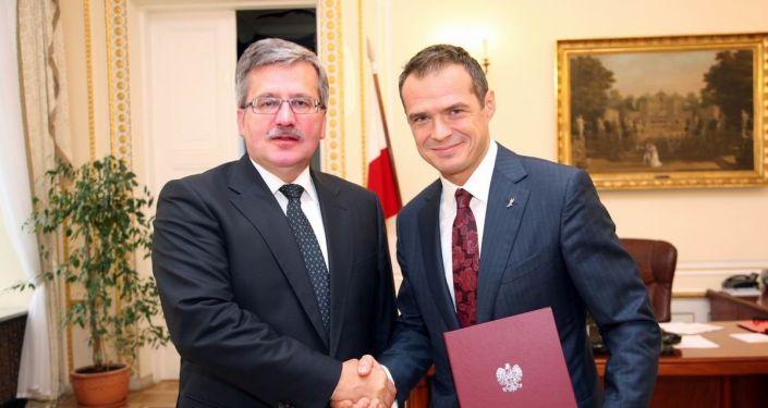 Prezydent Polski Bronisław Komorowski i minister transportu Sławomir Nowak. Zdjęcie archiwalne