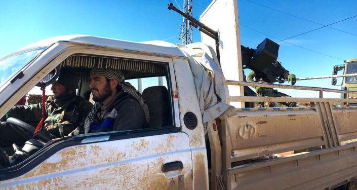 Żołnierze Syryjskiej Armii Arabskiej w wyzwolonym od terrorystów mieście Szejch-Miskin