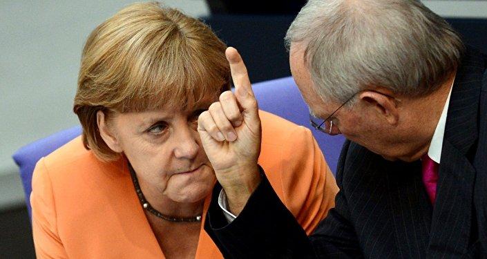 Kanclerz Niemiec Angela Merkel i minister finansów Wolfgang Schaeuble w Bundestagu