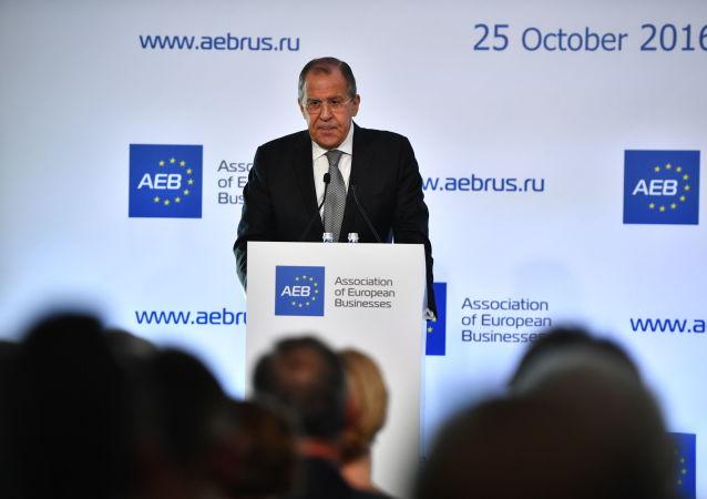 Minister spraw zagranicznych Rosji Siergiej Ławrow na spotkaniu z członkami Stowarzyszenia Europejskiego Biznesu w Moskwie