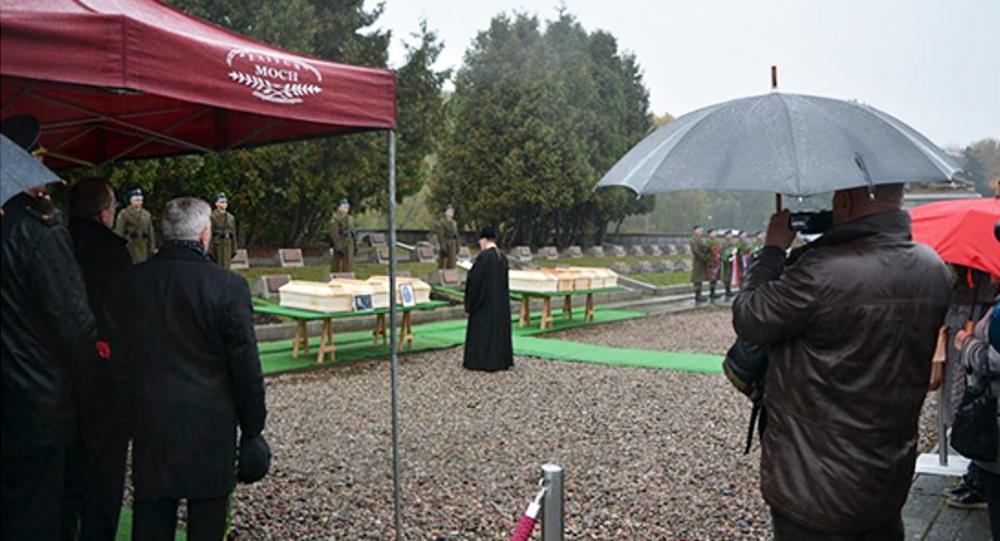 Ceremonia pochówku szczątków żołnierzy radzieckich w Warszawie