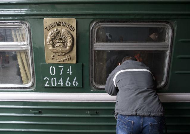 Przybycie pociągów z Azji Środkowej do Moskwy