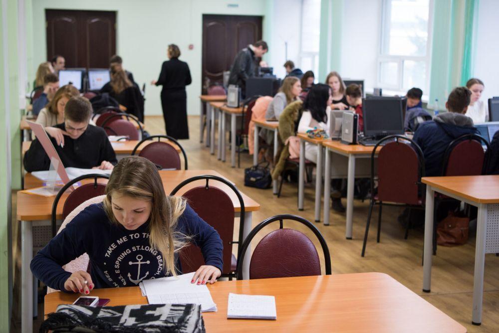 MIFI wyprowadza swoją historię od stworzonego w 1942 roku Moskiewskiego Mechanicznego Instytutu Pocisków.