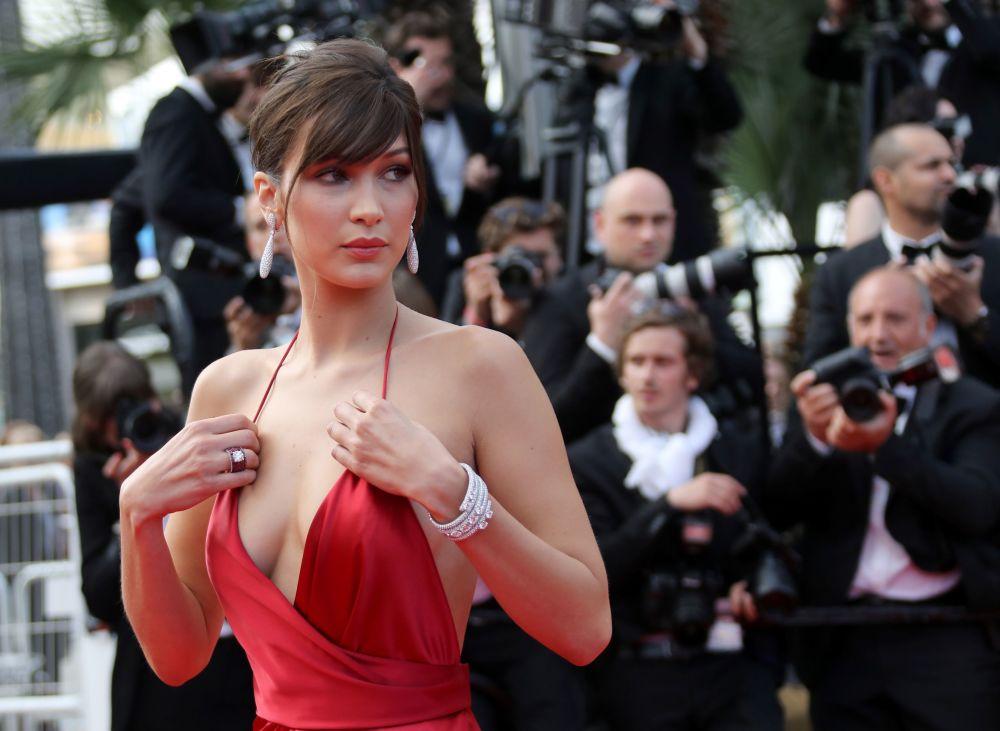 Kariera Belii Hadid zaczęła się w sierpniu 2014 roku, kiedy podpisała umowę z agencją IMG Models. W krótkim czasie osiągnęła znaczne sukcesy w świecie mody.