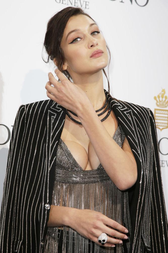 Bella Hadid nie wstydzi się pokazywać się publicznie w kąpych strojach, zmuszając dziennikarzy do ciągłego pisania o niej. Już dziś wróży się jej wielką karierę w biznesie mody.