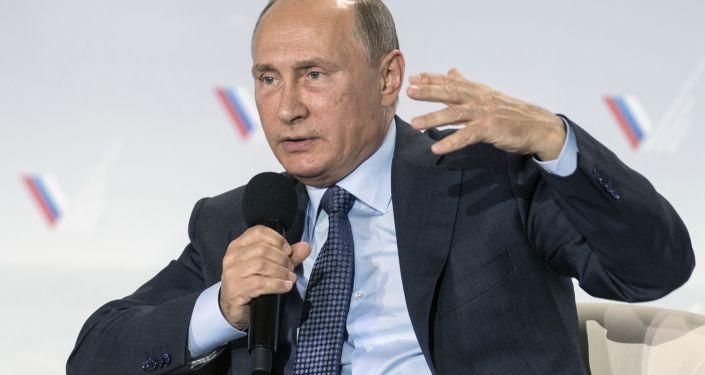 Prezydent Rosji na forum Rosyjskiego Frontu Narodowego na Krymie
