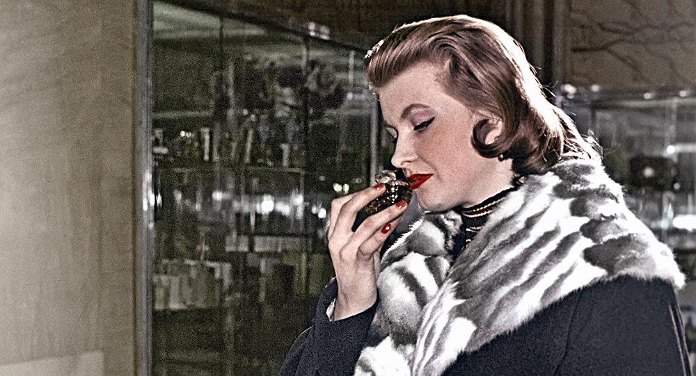 Kobieta w moskiewskiej drogerii, 1958 rok