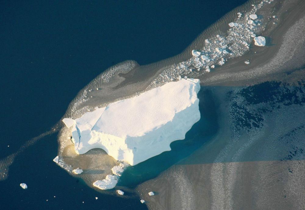 W Antarktyce skupionych jest około 90% zapasów wody pitnej planety. Jeśli cały antarktyczny lód stopiłby się, to poziom oceanów podniósłby się o ponad 60 metrów.
