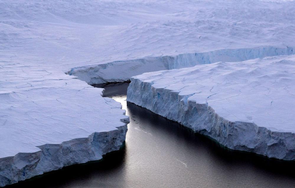 21 lipca 1983 roku na Antarktydzie została odnotowana najniższa temperatura na świecie – minus 89,2 stopnia Celsjusza. Średnia roczna temperatura na kontynencie wynosi minus 50 stopni.