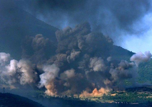 Bombardowanie wioski w Kosowie, czerwiec 1999 roku